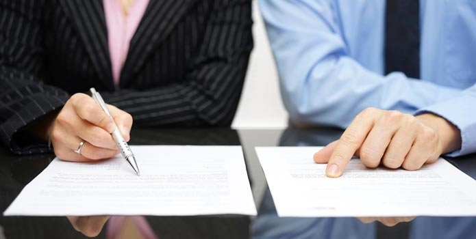 contract-lawyer-negotiations-employment